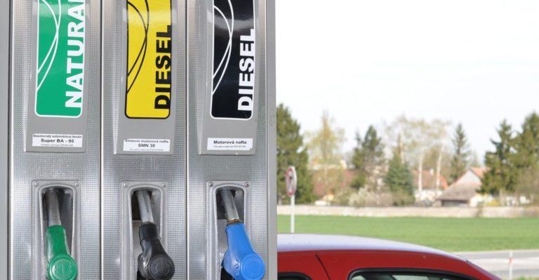 ¿Cuándo es más barato echar gasolina?