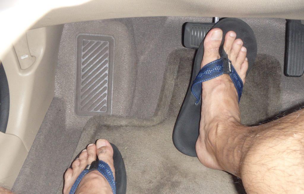 conducir con chanclas dgt