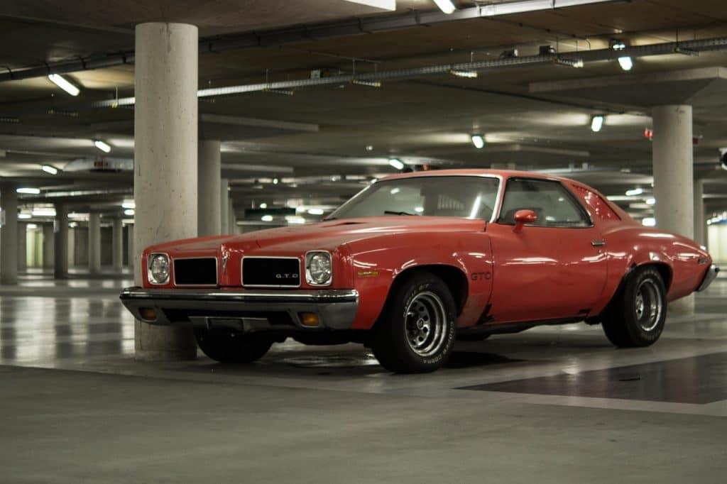 coche durmiendo garaje
